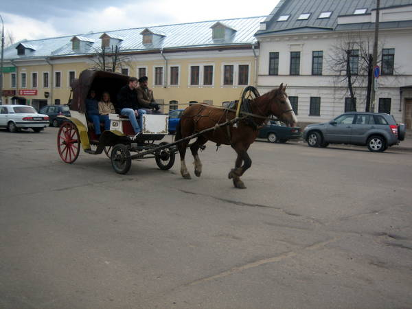 На улице Ростова Великого
