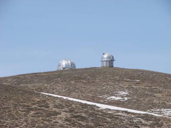 Две башни: 60 см и 1 м телескопы.