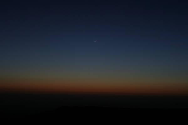 Молодая Луна на закатном небе