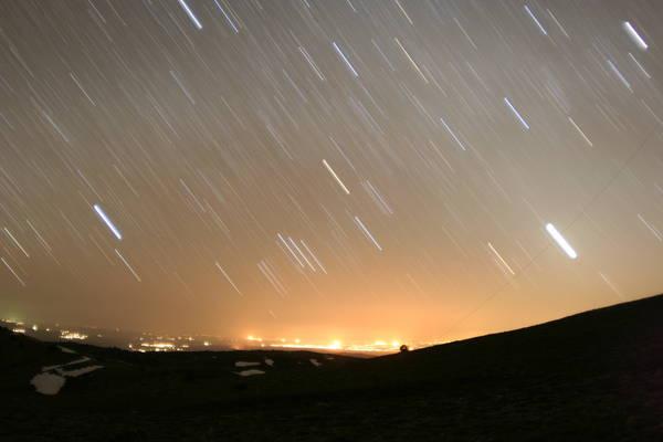 Заходят Орион и Венера. Светит внизу поселок Камаши