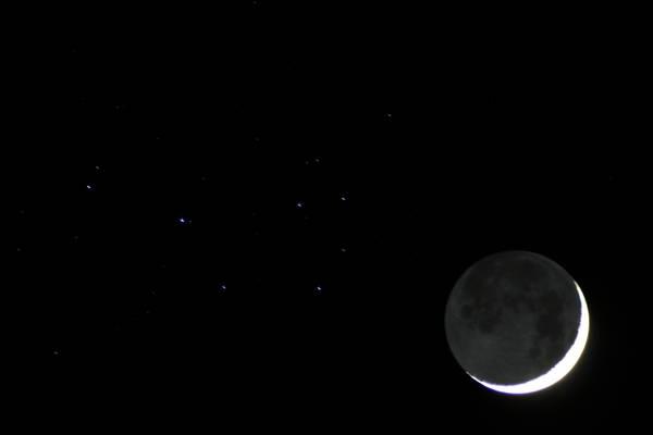 Луна и Плеяды