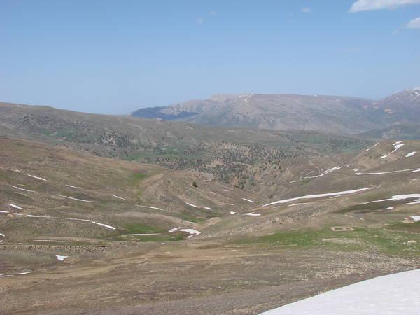 Вид на долину за горой Майданак.