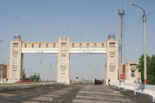 Автомобильные ворота Бухары. (пост ГАИ)