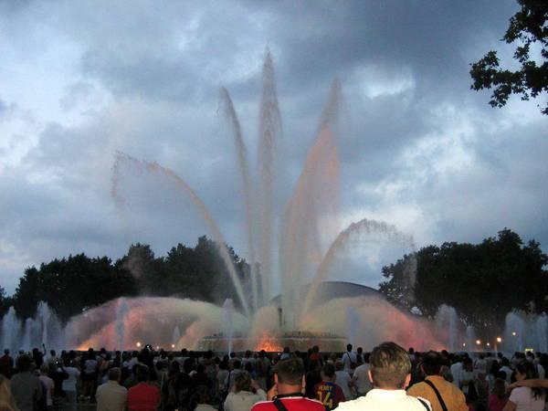 Поющий фонтан в Барселоне