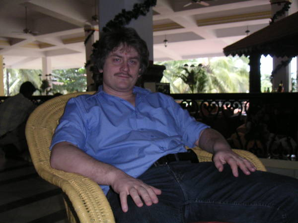 Andy @ Holiday Inn Goa reception desk