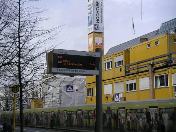 Германия: Berlin: Автобусная остановка